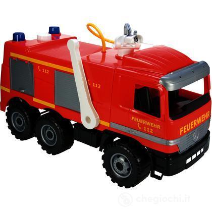 Camion dei pompieri con pompa spruzza acqua