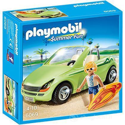 Auto sportiva con surfista (6069)