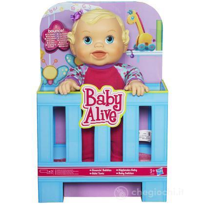Baby Eva saltella e ride