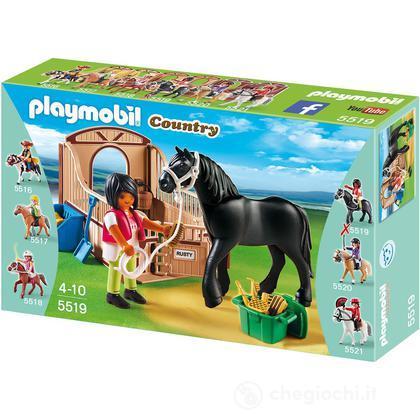 Paddock con Cavallo Frisone e Fantina (5519)