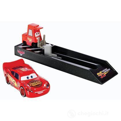 Cars Saetta McQueen con lanciatore (Y7887)