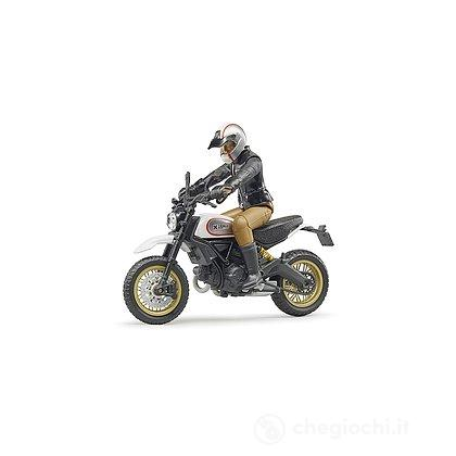 Moto Ducati Desert Sled con motociclista (63051)
