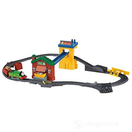 Pista Trackmaster Percy's Mail Delivery Depot Il trenino Thomas (DVF73)(BHY57)