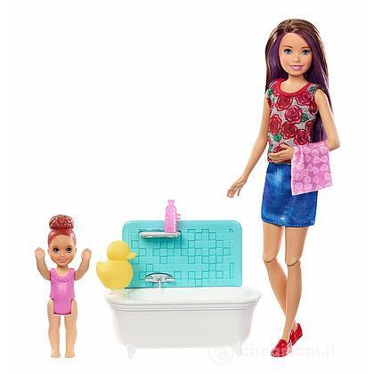 Barbie Skipper Babysitter con Vasca da Bagno (FXH05 )