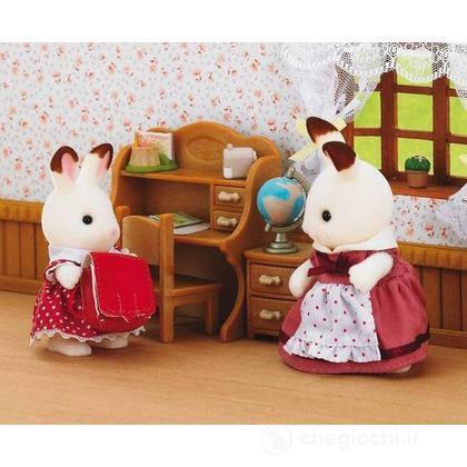 Sorella coniglio cioccolato con scrivania