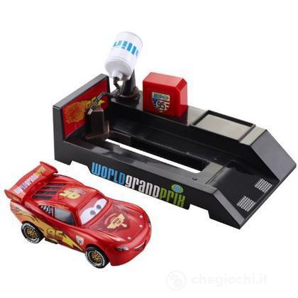 Cars 2 lanciatore pit stop - Saetta McQueen (V3660)