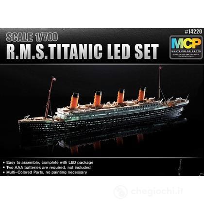 Nave Titanic + LED SET 1/700 (AC14220)