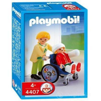 Bambino su sedia a rotelle (4407)