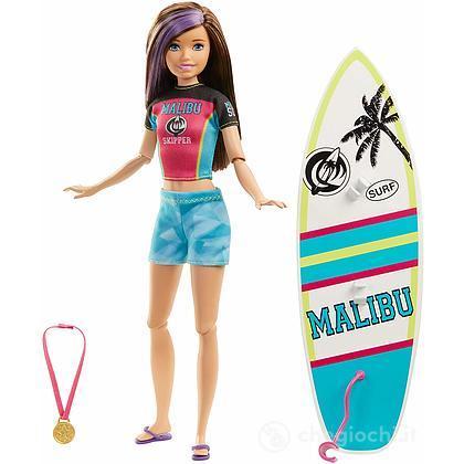 Barbie Skipper con tavola da surf (GHK36)