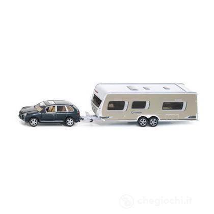 Auto con caravan 1:55