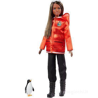 Barbie Biologa Marina con Pinguino National Geographic (GDM45)